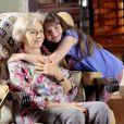 Poliana (Sophia Valverde), após atender ligação de Dona Branca (Lílian Blanc) no telefone de Nanci (Rafaela Ferreira), conversa com ela em sua casa e a leva para passear na praça, no capítulo que vai ao ar terça-feira, dia 29 de maio de 2018, na novela 'As Aventuras de Poliana'