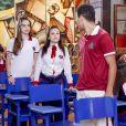 Mirela (Larissa Manoela) e Raquel (Isabella Moreira) sentem ciúmes de Guilherme (Lawrran Couto) com Brenda (Flavia Pavanelli), no capítulo que vai ao ar quarta-feira, dia 30 de maio de 2018, na novela 'As Aventuras de Poliana'
