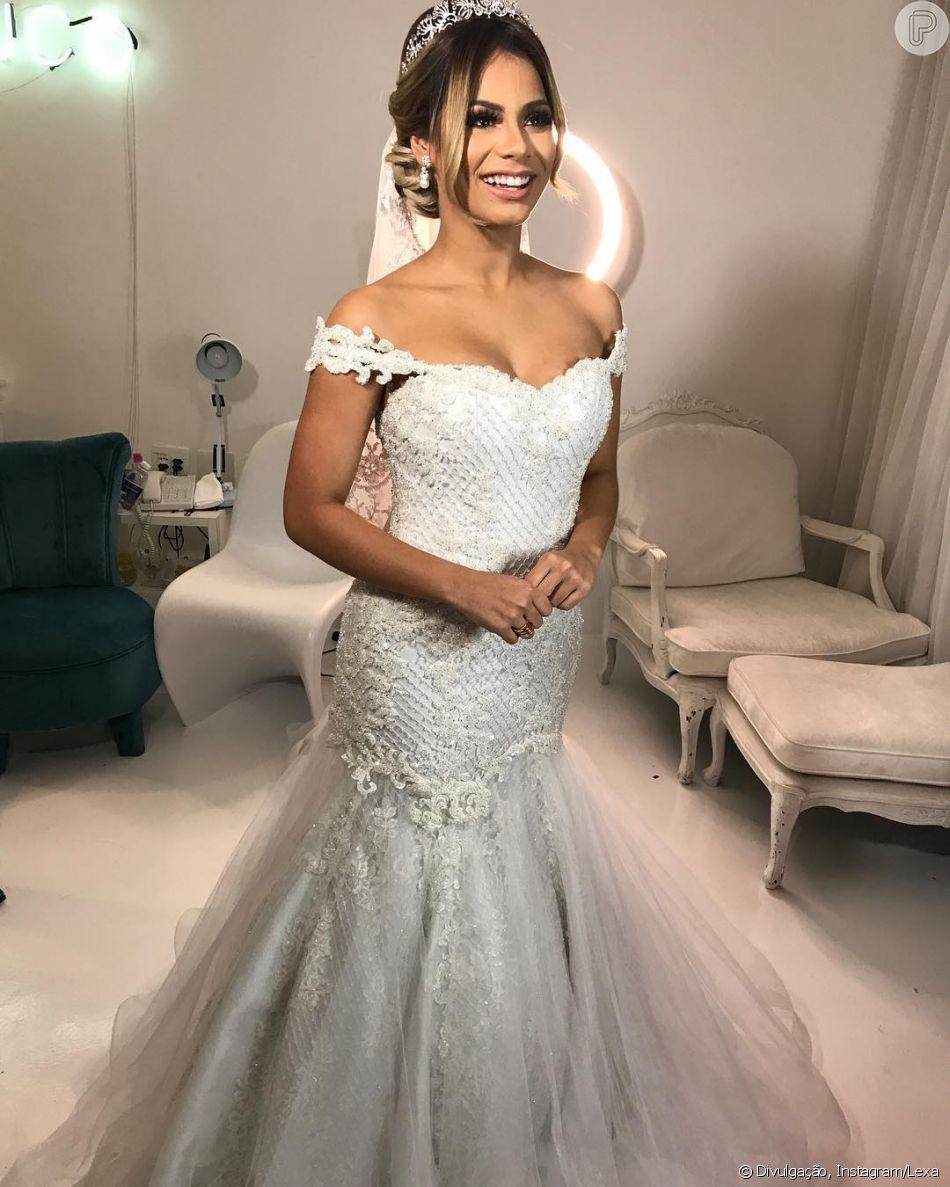 Lexa se surpreende com vestido sujo após festa de casamento em vídeo compartilhado nesta quarta-feira, dia 23 de maio de 2018