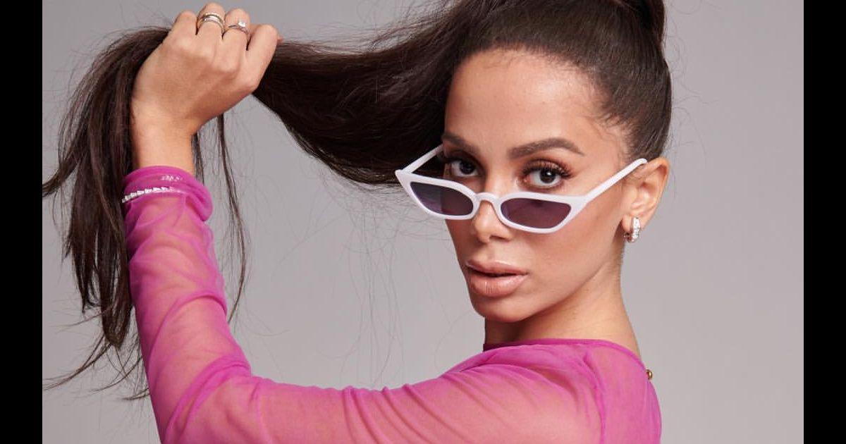 Anitta escolheu look transparente com pegada retrô para premiação -  Purepeople 2a31dc126b