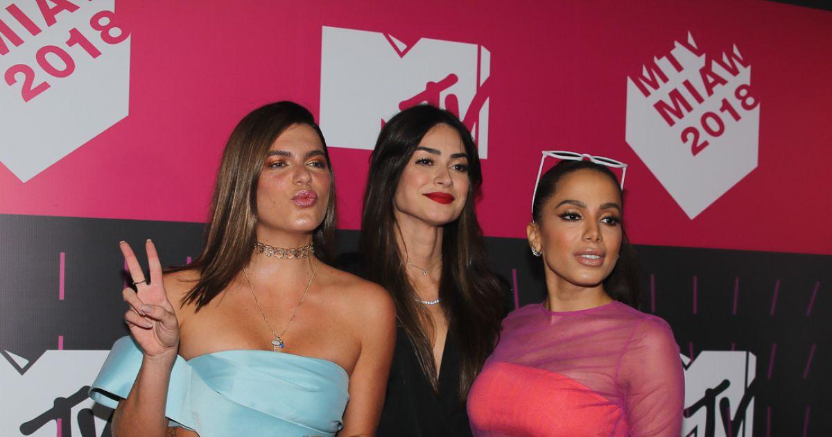 Anitta posa com Mariana Goldfarb e Thaila Ayala no prêmio MTV MiAW -  Purepeople 19103fe20c