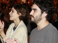 Luisa Arraes e Caio Blat trocam carinhos em festival de música no Rio. Fotos!