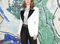 Brilho, pied de poule e argyle: veja look de Emma Stone em desfile na França