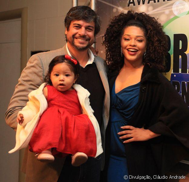 Filha de Juliana Alves, Yolanda, de 8 meses, roubou a cena com look em evento com pais