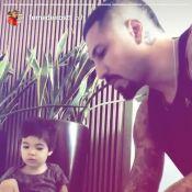 Fernando Medeiros ensina os números ao filho, Lucca: 'Aula concluída!'