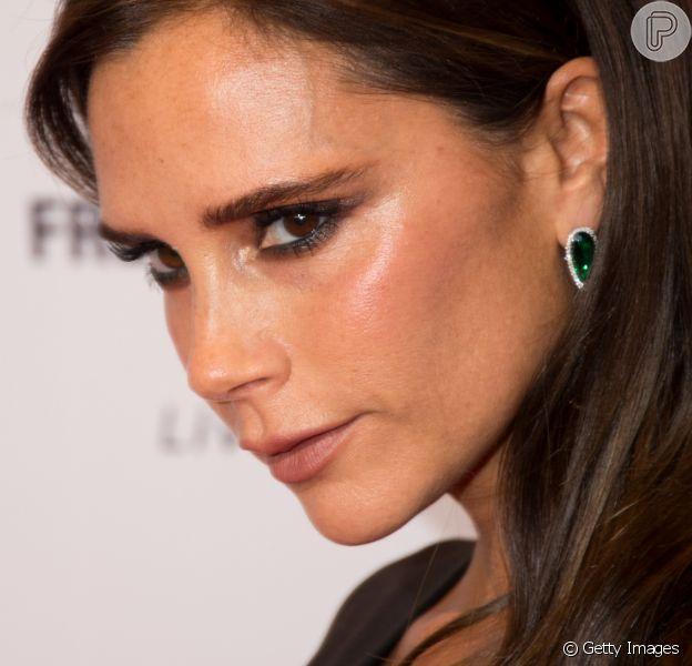 Victoria Beckham indicou nas redes sociais um de seus cremes para a pele favoritos. 'Estou obcecada com isso!', escreveu
