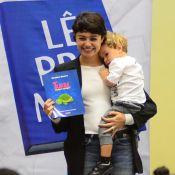 Sophie Charlotte lê histórias para crianças com filho, Otto, no colo. Fotos!