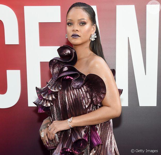 Rihanna chamou atenção com vestido plissado Givenchy na première mundial do filme 'Ocean's 8' ('Oito Mulheres e um Segredo') no Alice Tully Hall, em Nova York, nesta terça-feira, 5 de junho de 2018