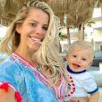 Karina Bacchi filma o filho, Enrico, se divertindo em praia na Grécia nesta quarta-feira, dia 06 de junho de 2018