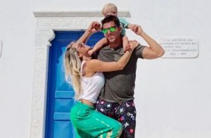 Karina Bacchi dispensa babá em viagem com filho e noivo: 'Amaury é parceiro'