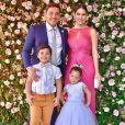 Casado com Thyane Dantas, Wesley Safadão é presente na criação dos filhos, Ysis e Yudhi