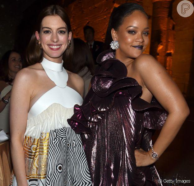 Anne Hathaway teve ajuda de Rihanna para conseguir aceitar as mudanças de seu corpo após a gravidez