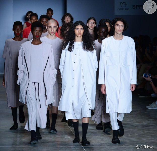 Moda genderless é aposta para Dia dos Namorados com liberdade fashion. Confira na galeria publicada nesta segunda-feira, dia 11 de junho de 2018