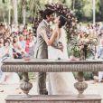 Isis Valverde escolheu um vestido bordado a mão da estilista Helô Rocha para o dia de seu casamento