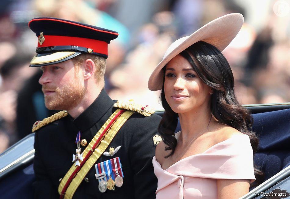 Meghan Markle pede opinião de Harry para se vestir para eventos da realeza