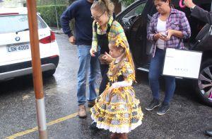 Filha de Ewbank e Gagliasso, Títi aposta em look amarelo em festa de aniversário