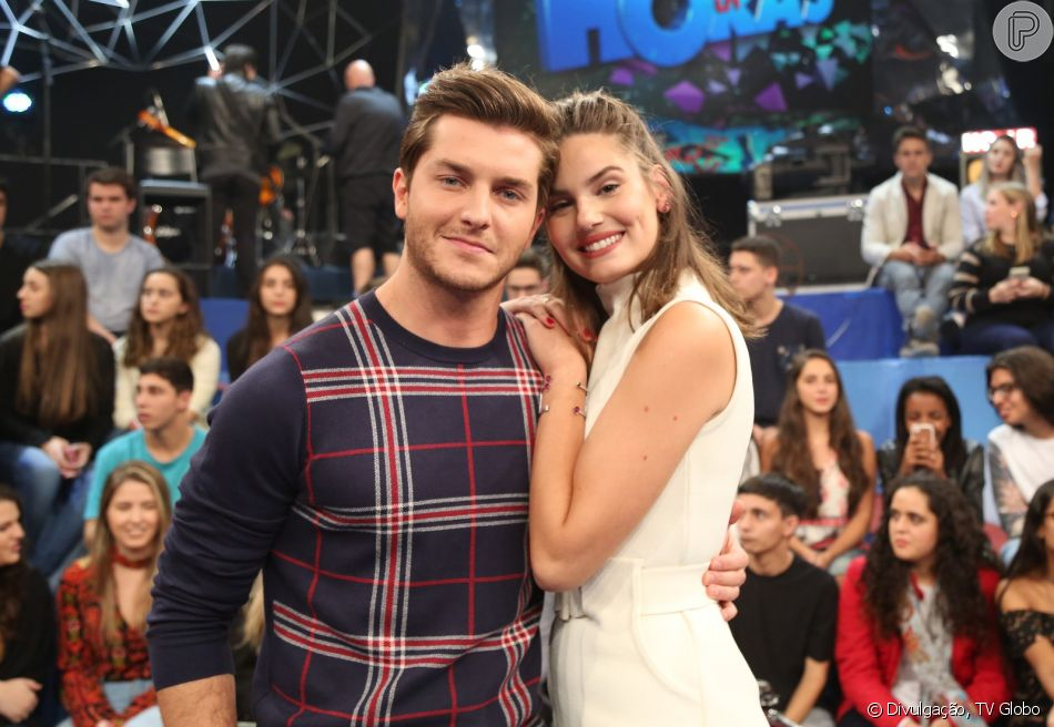 Camila Queiroz e Klebber Toledo já estão casados