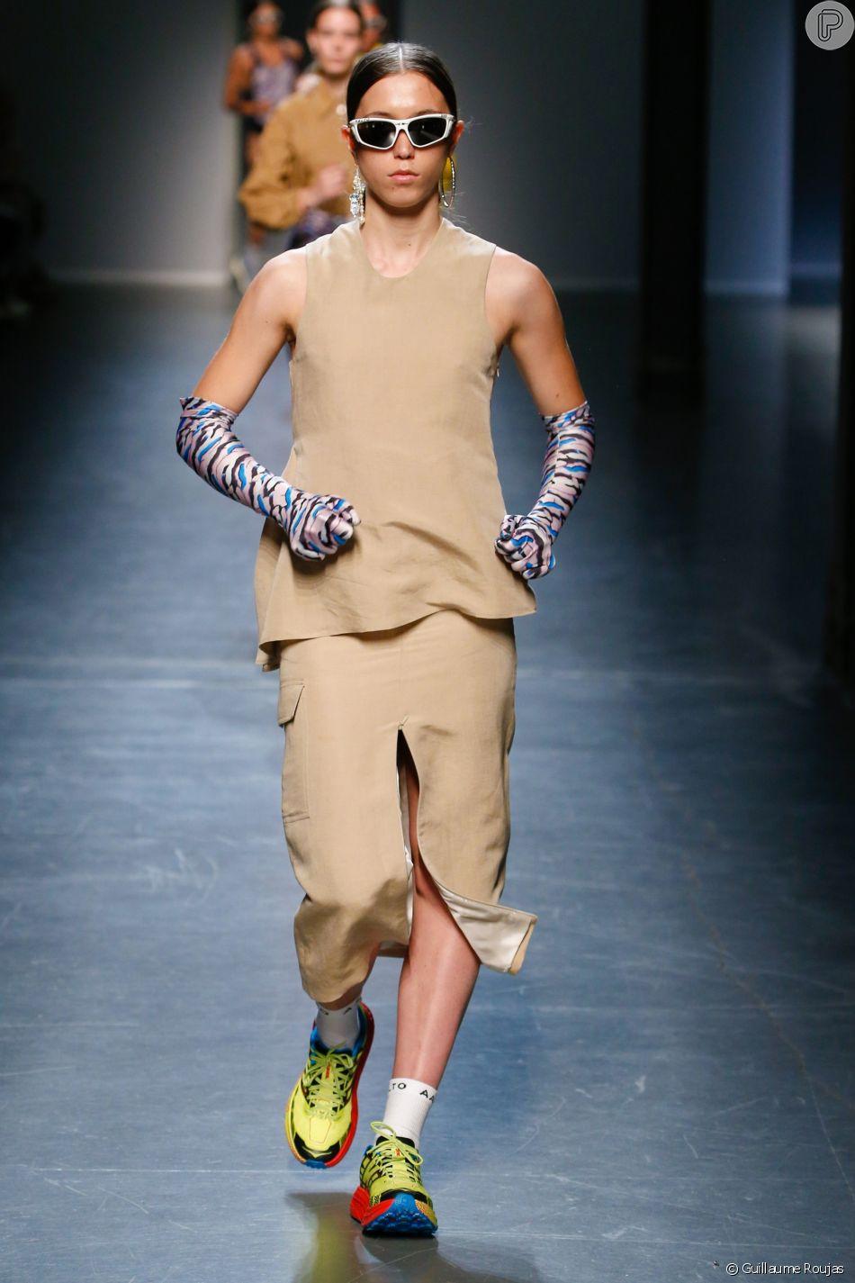 A roupa feminina se contrapõe aos acessórios e à pegada esportiva do show 81a58e54ca341