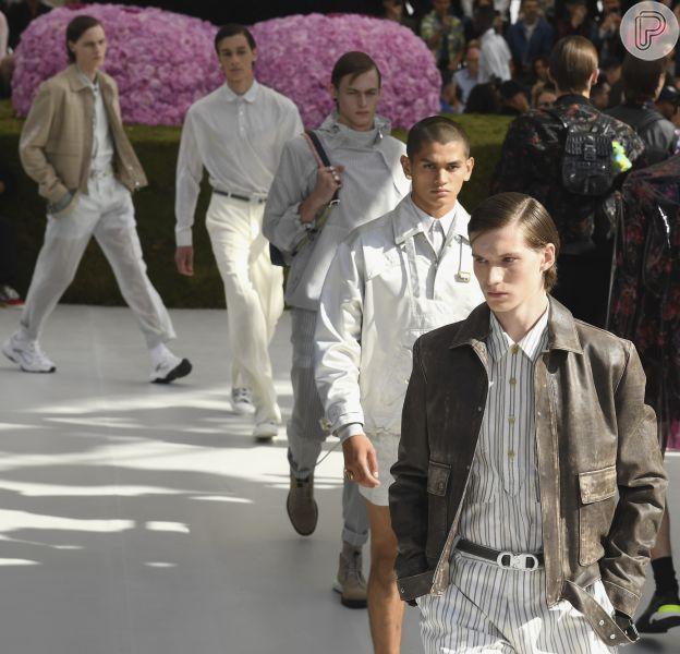 Designer Kim Jones faz sua estreia na Dior Homme, em 25 de junho de 2018 e traz leveza para o estilo da marca