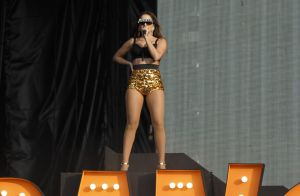 Anitta se veste de Carmen Miranda em show no Rock in Rio Lisboa: 'Dia histórico'