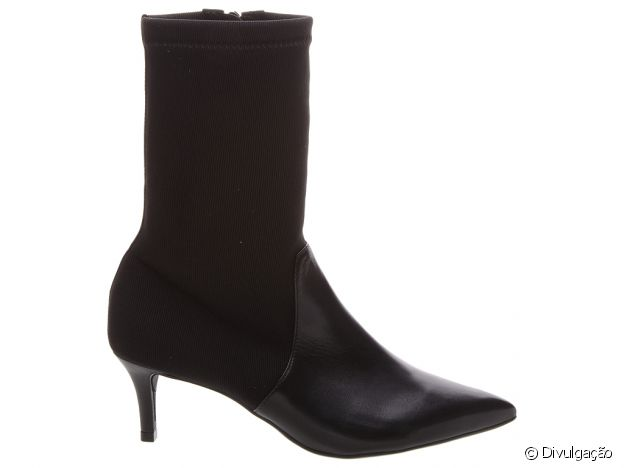 As botas deste inverno: sock boots estão em alta e são fáceis de combinar. Esta é Arezzo, por R$ 299