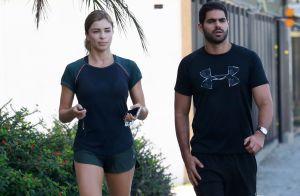 Treino em casal: Grazi Massafera e Patrick Bulus caminham juntos no Rio. Fotos!