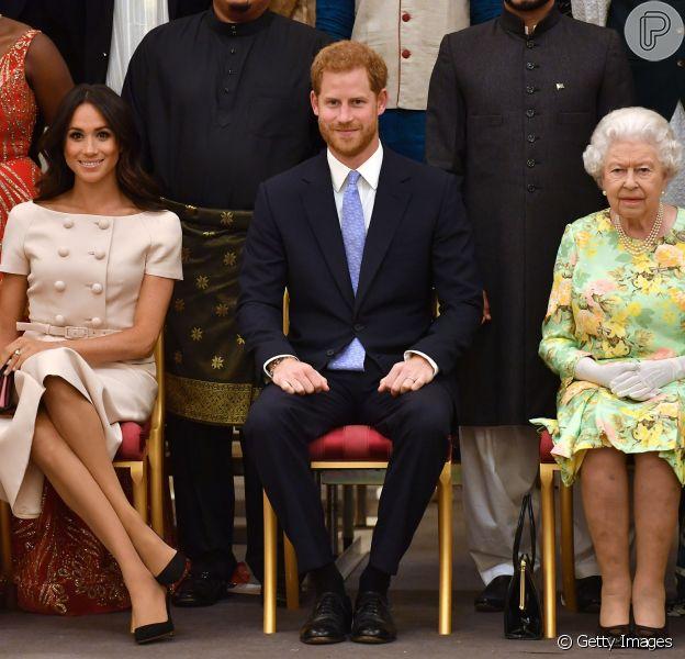 Meghan Markle usa look rosé Prada para evento com Harry e rainha Elizabeth II nesta terça-feira, dia 26 de junho de 2018