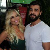 Ellen Rocche acompanha jogo do Brasil com noivo, Rogério Oliveira, em SP. Foto!