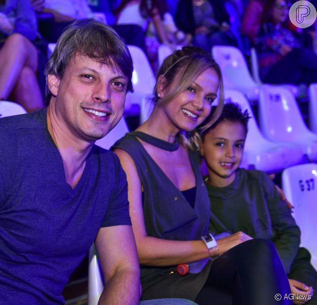 Eliana levou o filho, Arthur, para assistir 'Dinos Expercience' em São Paulo na noite deste sábado, 30 de junho de 2018