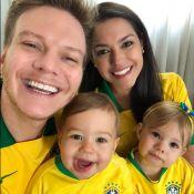 Michel Teló mostra Melinda e Teodoro com camisas da Seleção: 'Vamos, Brasil'