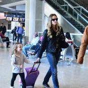 Fernanda Rodrigues embarca com a filha, Luisa, de 4 anos, em aeroporto do Rio