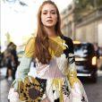 O vestido longo Valentino escolhido por Marina Ruy Barbosa tinha detalhes românticos, como a estampa floral e os tons claros