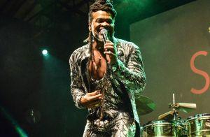 Carlinhos Brown exalta quebra de padrões em sua carreira:'Fui tido como drogado'