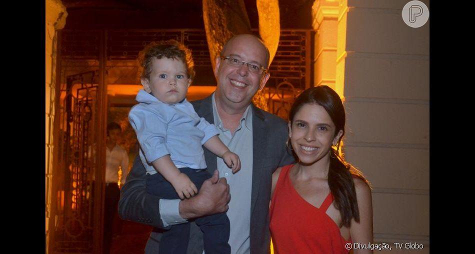 Alex Escobar posta vídeo recebendo abraço do filho, Francisco, ao chegar de viagem