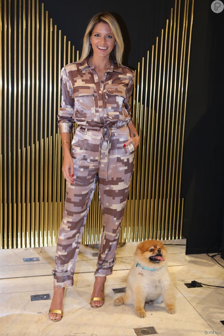 2d29ef935d952 Helena Bordon com jumpsuit estampado no lançamento da nova coleção da Le  Lis Blanc