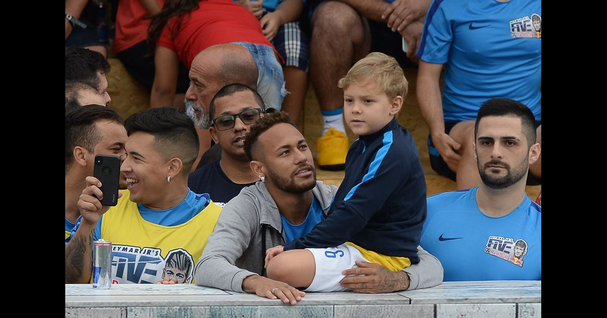 Neymar takes his son David Lucca with him to watch the tournament ...