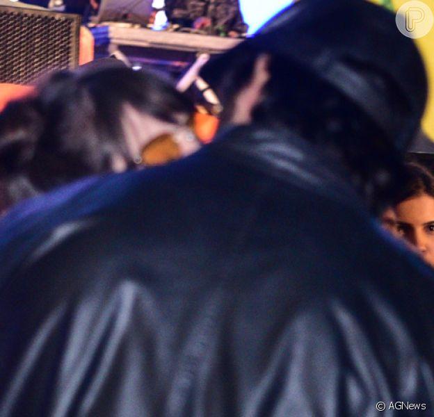 Agatha Moreira e Rodrigo Simas trocaram beijos na festa de aniversário da influencer Gabi Lopes, em São Paulo, nesta quarta-feira, 25 de julho de 2018