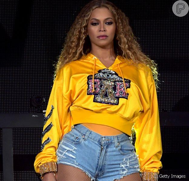 Beyoncé compartilhou foto com os filhos gêmeos, Rumi e Sir, em seu site oficial. Veja abaixo!
