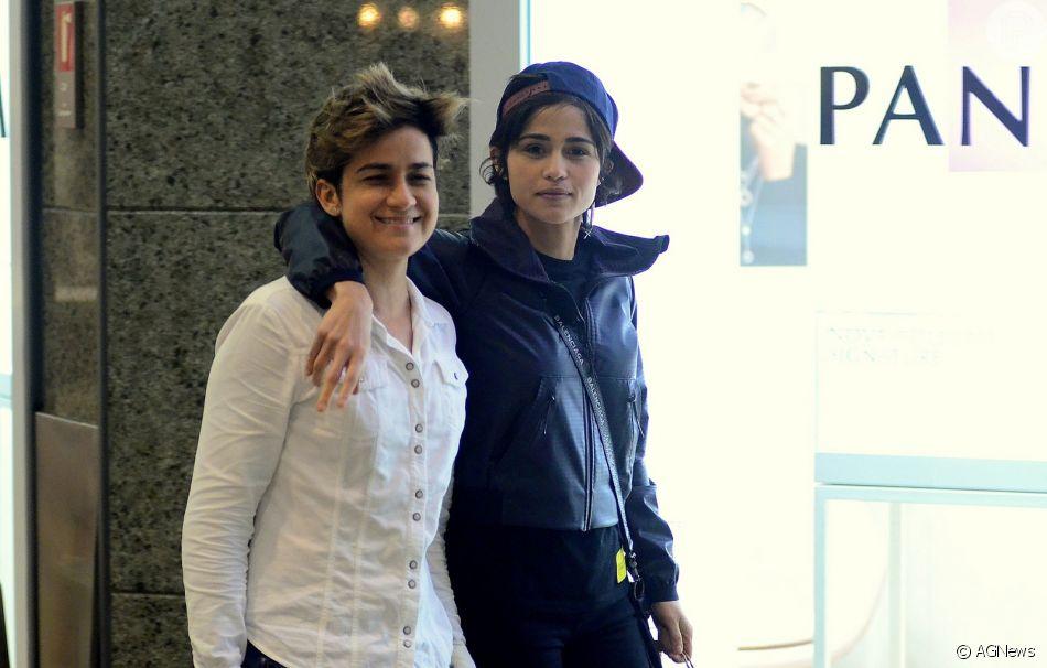 Nanda Costa e a namorada, Lan Lanh, passearam pelo shopping Rio Design Barra, na zona oeste do Rio, nesta segunda-feira, 6 de julho de 2018