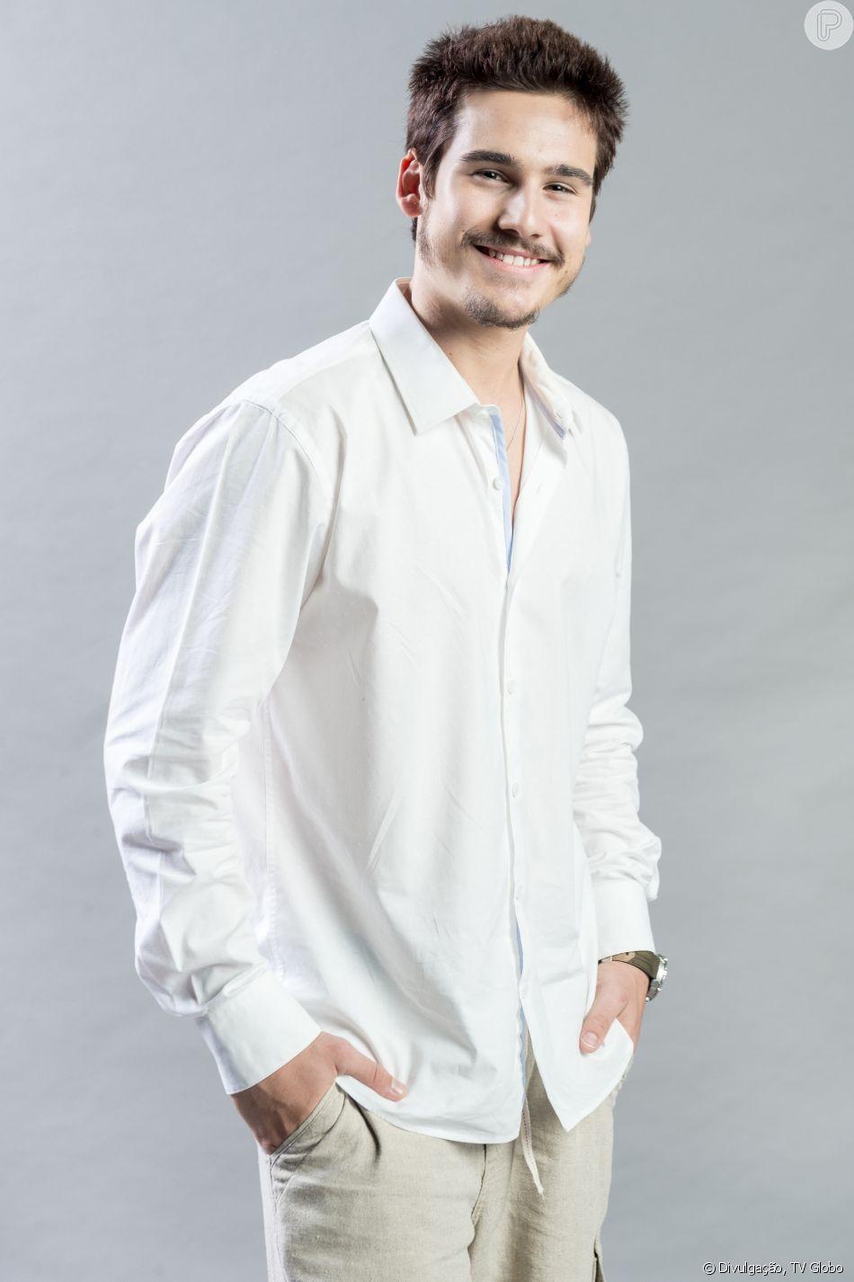 Samuca (Nicolas Prattes) faz pedido a dom Sabino (Edson Celulari) nos próximos capítulos da novela 'O Tempo Não Para': 'Quero me casar com Marocas (Juliana Paiva)'