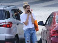 Sasha Meneghel, com jeans destroyed e camiseta, deixa academia no Rio. Fotos!