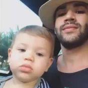 Gusttavo Lima esclarece passeio de carro com o filho no colo: 'No condomínio'