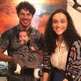 Débora Nascimento guarda leite materno para José Loreto alimentar Bella, de 4 meses, quando ela sai de casa sem a filha