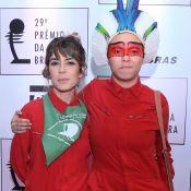 Em prêmio, Maria Gadú protesta morte de cacique com pintura e cocar. Fotos!