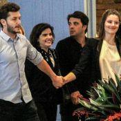 Noite de casais: Camila Queiroz e Vanessa Giácomo curtem shopping com maridos
