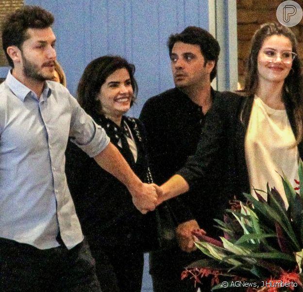 Camila Queiroz e Vanessa Giácomo passearam com respectivos maridos, Klebber Toledo e Giuseppe Dioguardio, pelo shopping Village Mall, na Barra da Tijuca, nesta quinta-feira, 16 de agosto de 2018
