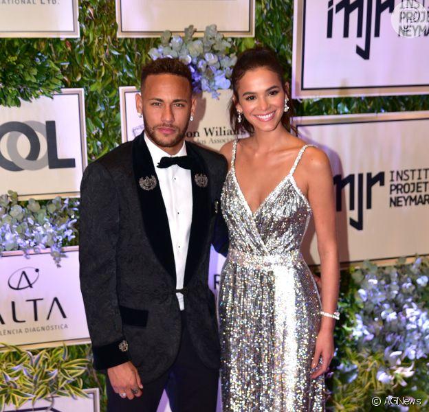 Neymar e a namorada, Bruna Marquezine, jogaram laser tag com amigos nesta segunda-feira, 20 de agosto de 2018
