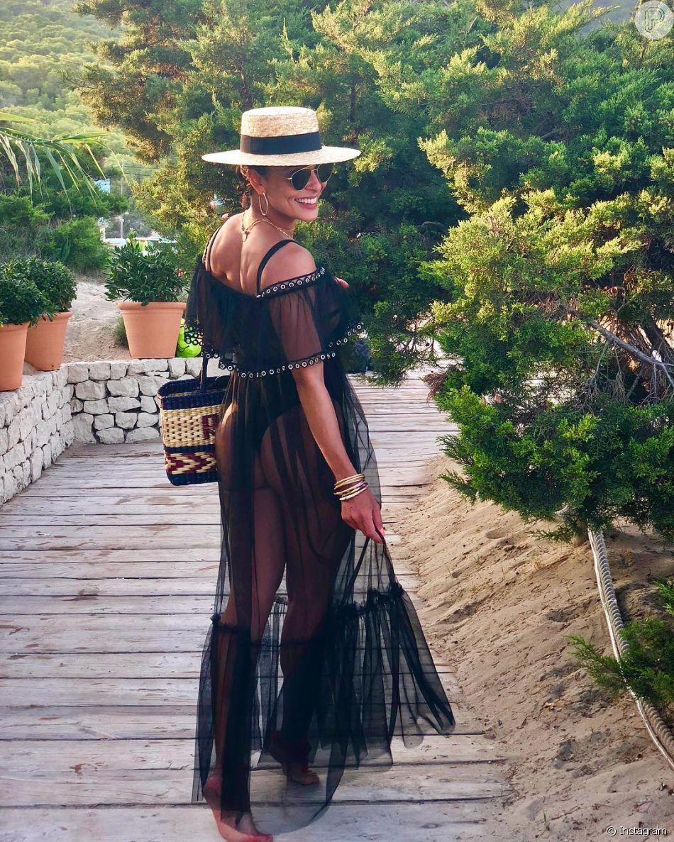 b6c72dc58 Juliana Paes deixou o biquíni à mostra ao apostar em um vestido de tule na  viagem
