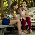 Karola (Deborah Secco) acredita que Laureta (Adriana Esteves) está em sua casa para assustá-la na novela 'Segundo Sol'