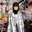 Futurismo de volta à moda: look metálico no desfile da Dior